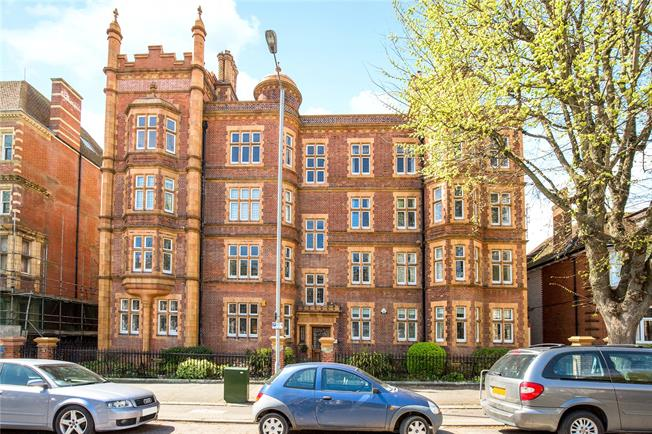 Asking Price £825,000, 4 Bedroom Flat For Sale in Hove, BN3