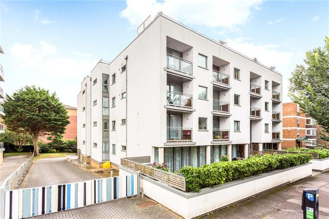 Guide Price £435,000, 2 Bedroom Flat For Sale in Hove, East Sussex, BN3