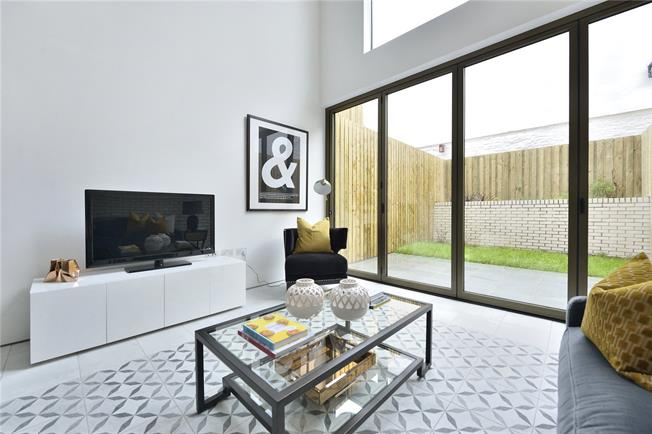 Asking Price £1,795,000, 6 Bedroom Semi Detached House For Sale in London, N1