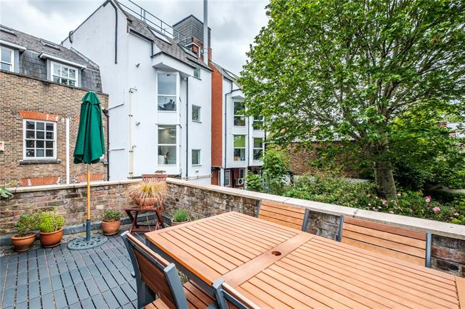 Asking Price £775,000, 2 Bedroom Flat For Sale in London, N5