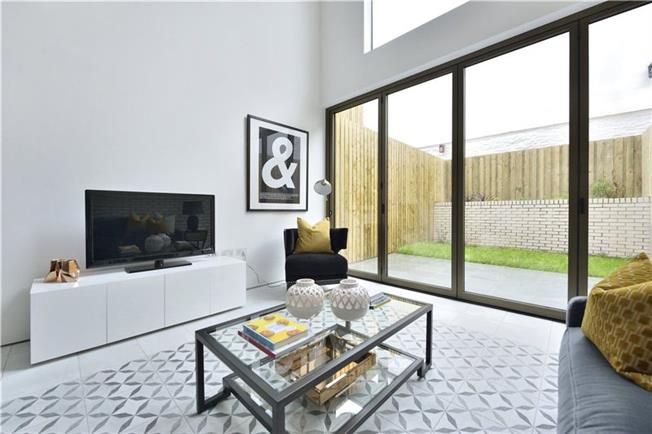 Asking Price £2,150,000, 5 Bedroom Semi Detached House For Sale in London, N1