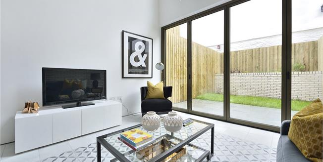Asking Price £1,850,000, 5 Bedroom Semi Detached House For Sale in London, N1