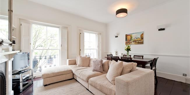 Offers in excess of £950,000, 3 Bedroom Flat For Sale in London, N1
