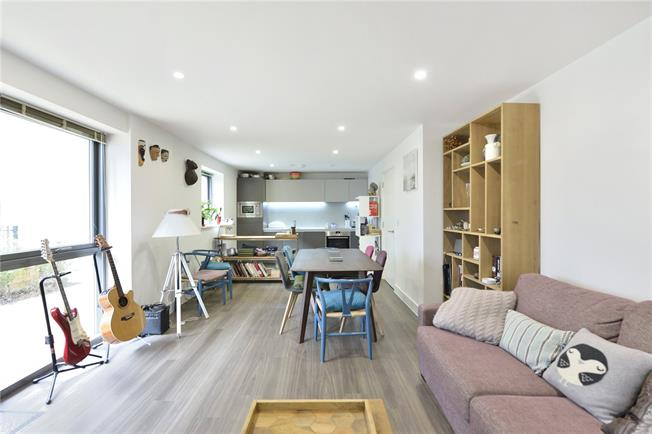 Asking Price £550,000, 1 Bedroom Flat For Sale in London, N1