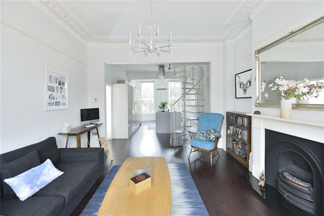 Guide Price £870,000, 2 Bedroom Flat For Sale in London, N5