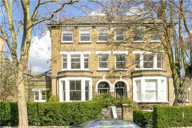 Guide Price £875,000, 2 Bedroom Flat For Sale in London, N5