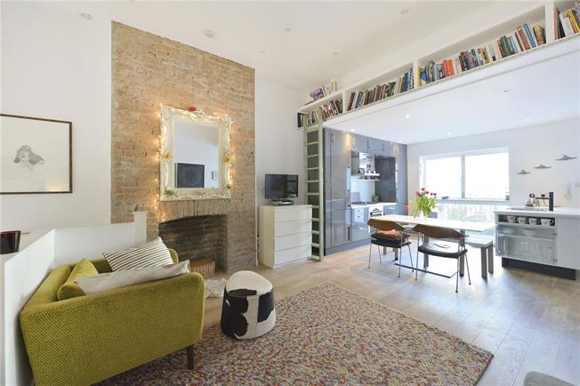 Guide Price £1,050,000, 3 Bedroom Flat For Sale in London, N4