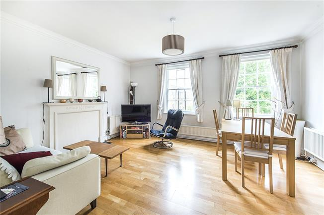 Asking Price £750,000, 2 Bedroom Flat For Sale in London, N1