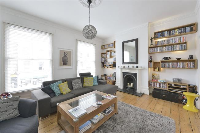 Asking Price £1,100,000, 2 Bedroom Semi Detached House For Sale in London, N1