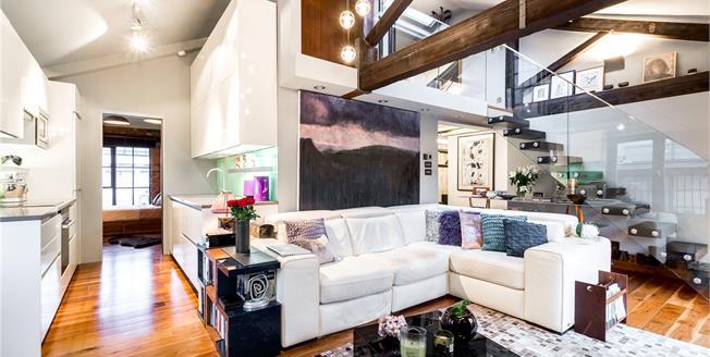 Asking Price £1,300,000, 2 Bedroom Flat For Sale in London, N1