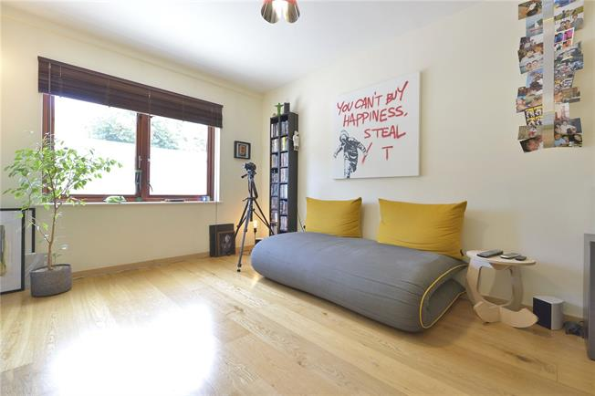 Asking Price £545,000, 1 Bedroom Flat For Sale in London, N1