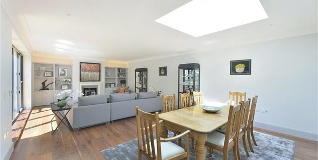 Guide Price £1,750,000, 4 Bedroom Detached House For Sale in London, N7