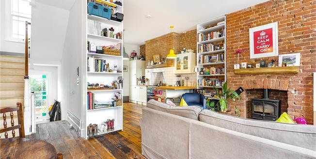 Asking Price £1,000,000, 2 Bedroom Flat For Sale in London, N1