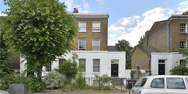 Offers in excess of £500,000, 1 Bedroom Flat For Sale in London, E8