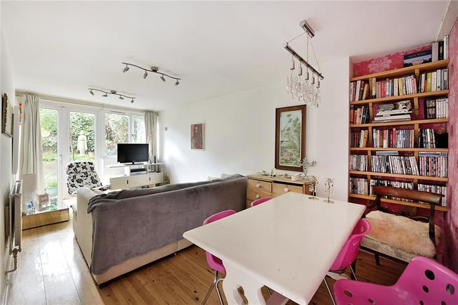 Offers in excess of £500,000, 2 Bedroom Flat For Sale in London, N1
