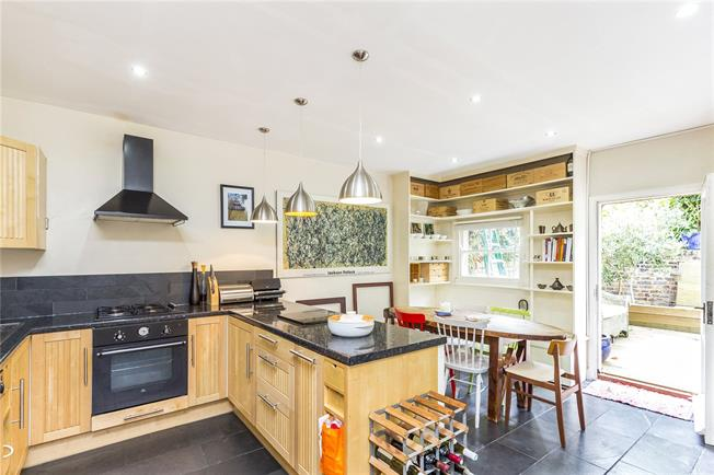 Asking Price £850,000, 2 Bedroom Flat For Sale in London, N5