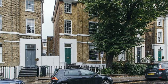 Offers in excess of £750,000, 2 Bedroom Flat For Sale in London, N1
