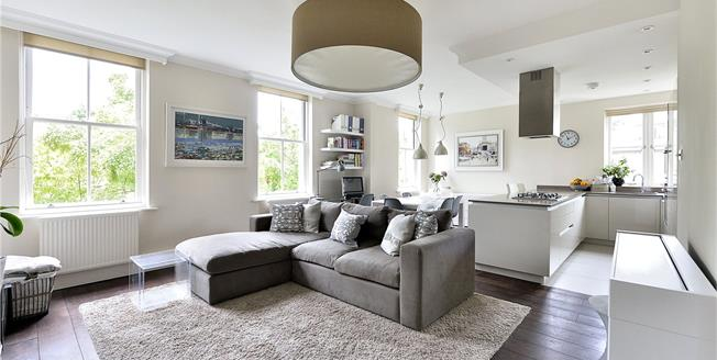 Offers in excess of £950,000, 2 Bedroom Flat For Sale in London, N1