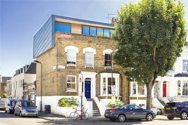 Offers in excess of £600,000, 2 Bedroom Flat For Sale in London, N5