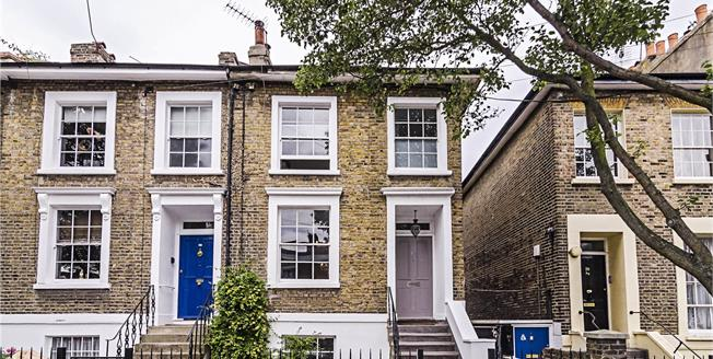 Asking Price £1,475,000, 4 Bedroom Semi Detached House For Sale in London, N1