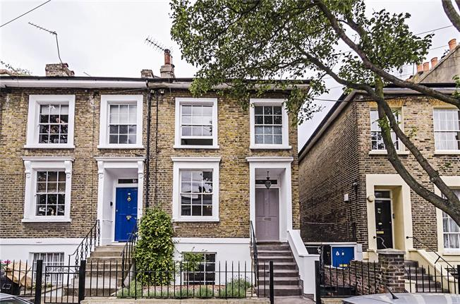 Asking Price £1,395,000, 4 Bedroom Semi Detached House For Sale in London, N1