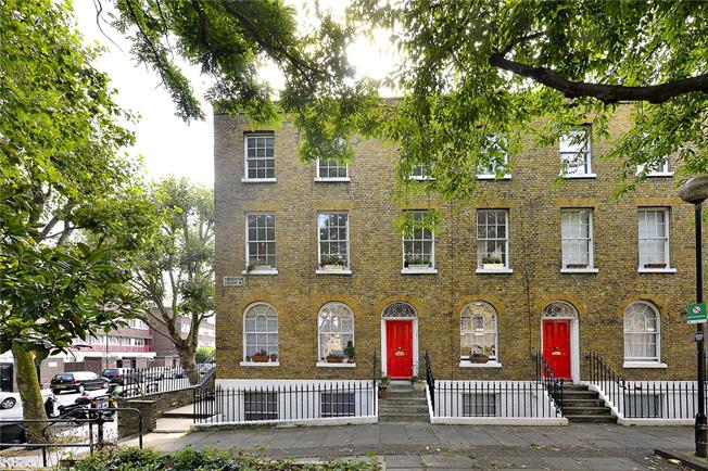 Asking Price £675,000, 2 Bedroom Flat For Sale in London, N1