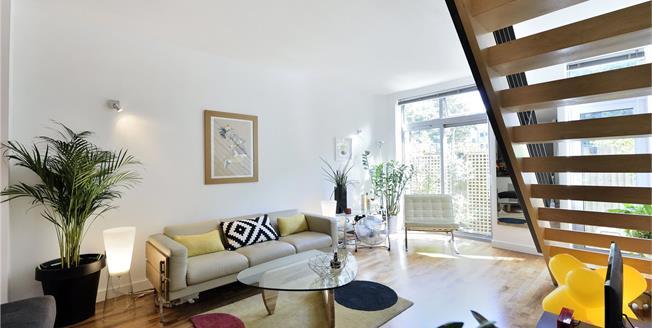 Asking Price £725,000, 2 Bedroom Flat For Sale in London, N16