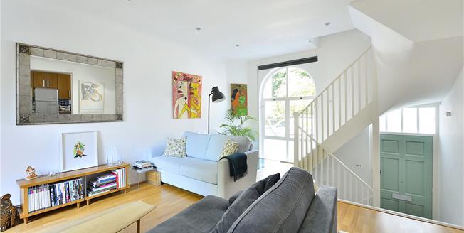 Asking Price £1,200,000, 2 Bedroom Terraced House For Sale in London, N1