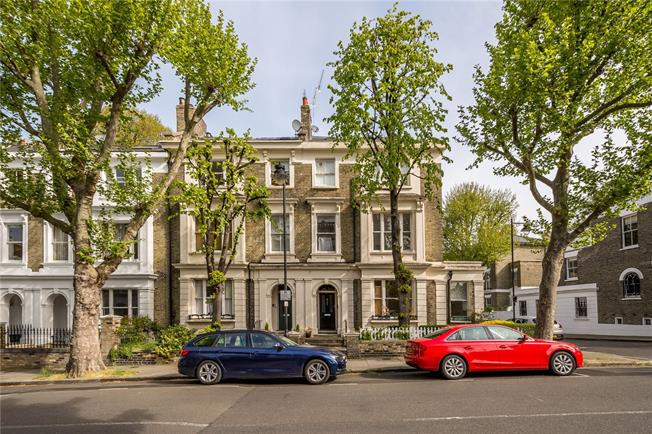 Offers in excess of £800,000, 2 Bedroom Flat For Sale in London, N1