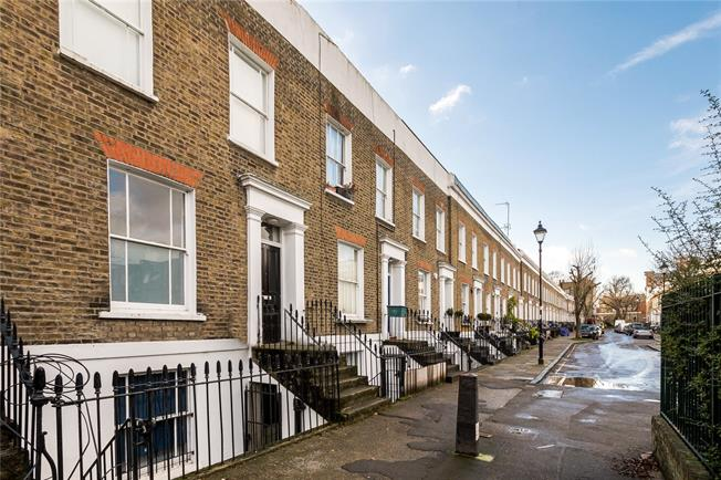 Offers in excess of £700,000, 2 Bedroom Maisonette For Sale in London, N1