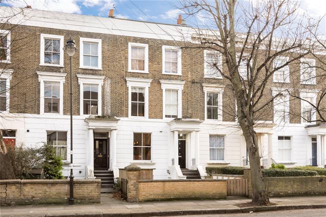 Asking Price £775,000, 3 Bedroom Maisonette For Sale in London, N1