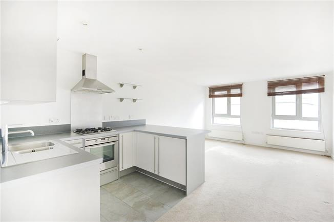 Asking Price £500,000, 2 Bedroom Flat For Sale in London, N7