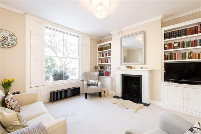Offers in excess of £900,000, 3 Bedroom Maisonette For Sale in London, N1