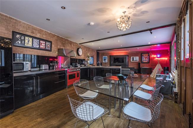Asking Price £2,250,000, 3 Bedroom Terraced House For Sale in London, N1