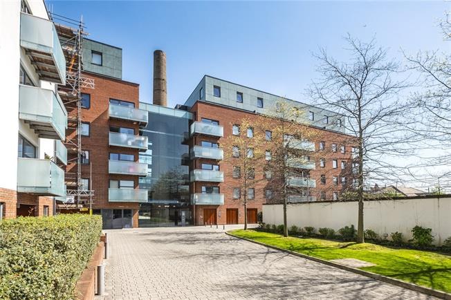 Offers in excess of £375,000, 1 Bedroom Flat For Sale in London, N7