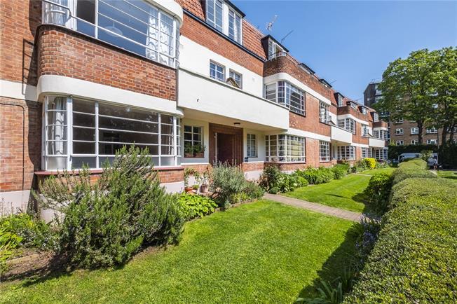 Asking Price £700,000, 2 Bedroom Flat For Sale in London, N4