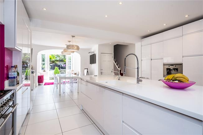 Guide Price £2,250,000, 3 Bedroom Terraced House For Sale in London, N1
