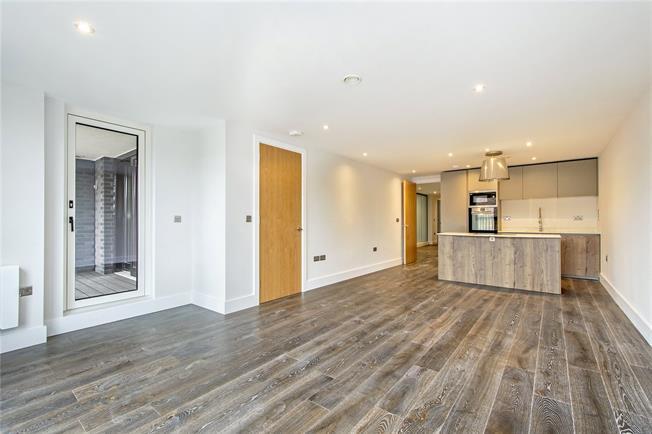 Asking Price £725,000, 2 Bedroom Flat For Sale in London, N1