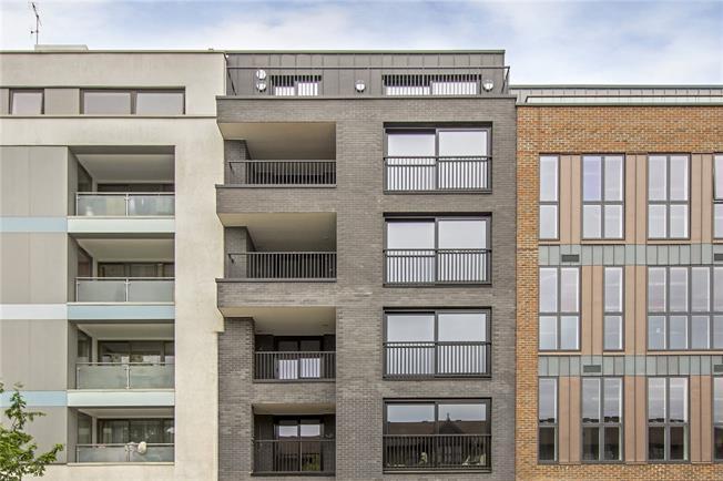 Asking Price £795,000, 2 Bedroom Flat For Sale in London, N1