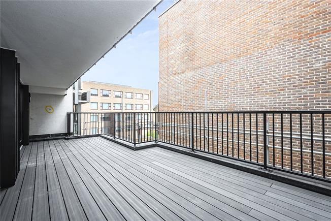 Asking Price £1,150,000, 3 Bedroom Flat For Sale in London, N1