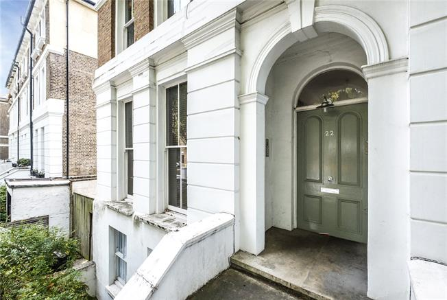 Offers in excess of £400,000, 2 Bedroom Flat For Sale in London, N5