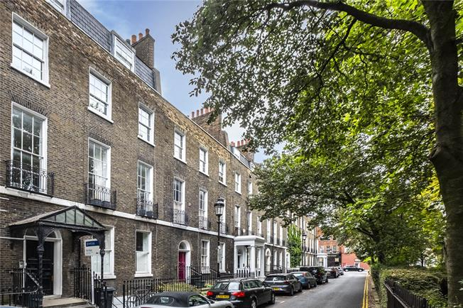 Offers in excess of £700,000, 2 Bedroom Flat For Sale in London, N1