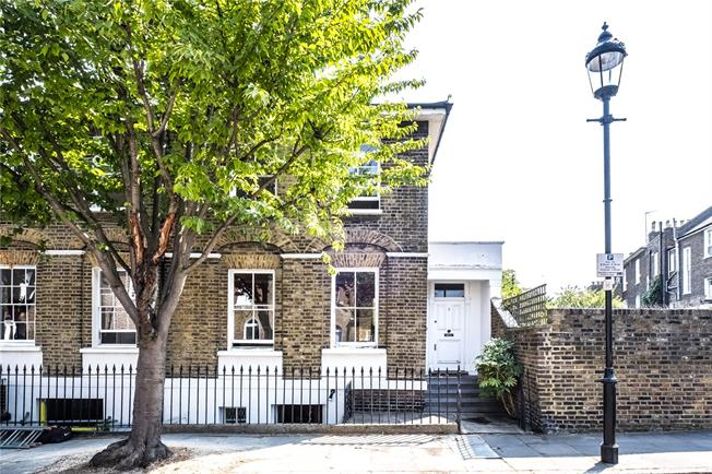 Asking Price £1,800,000, 2 Bedroom End of Terrace House For Sale in London, N1