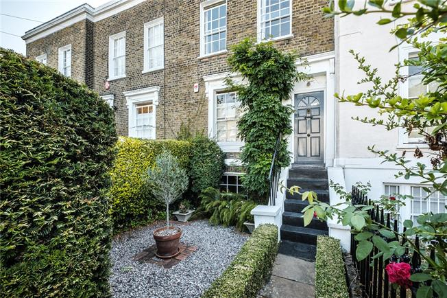 Asking Price £1,350,000, 2 Bedroom House For Sale in London, N1