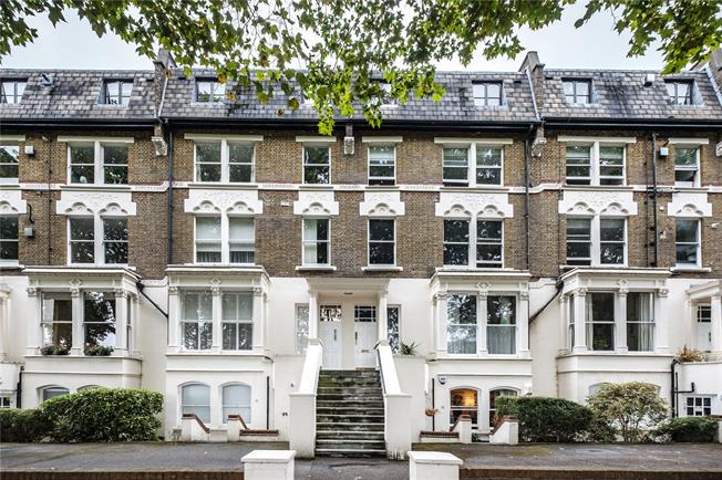 Asking Price £700,000, 2 Bedroom Flat For Sale in London, N5