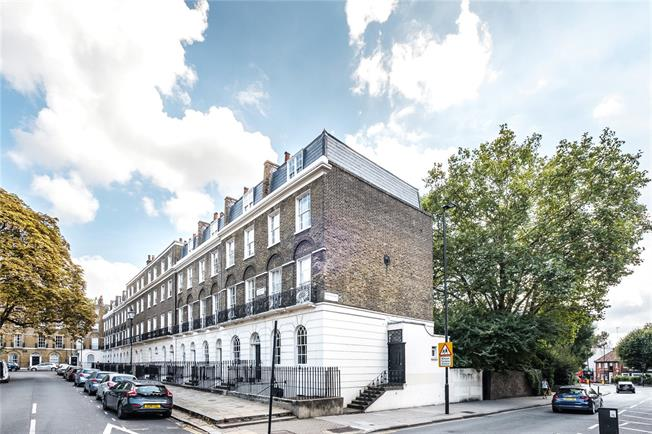 Offers in excess of £850,000, 2 Bedroom Flat For Sale in London, N1