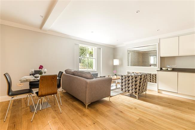 Offers in excess of £600,000, 2 Bedroom Flat For Sale in London, N1