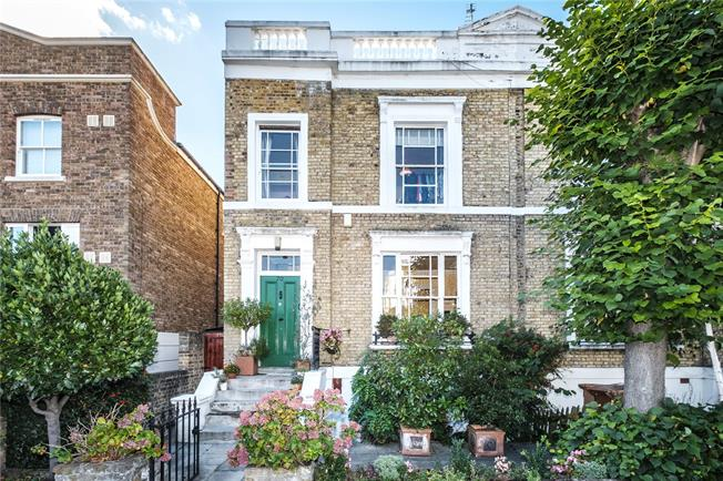 Asking Price £1,500,000, 3 Bedroom Semi Detached House For Sale in London, E8