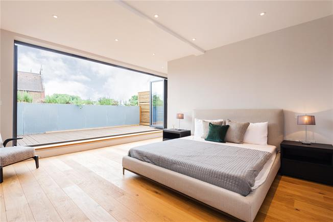 Guide Price £2,000,000, 4 Bedroom Terraced House For Sale in London, N1