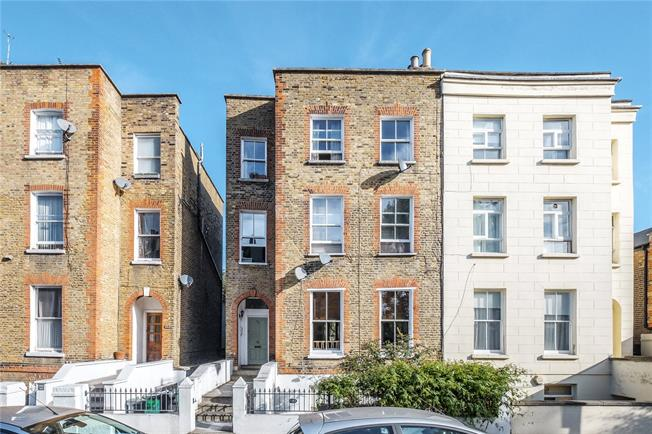 Asking Price £700,000, 2 Bedroom Flat For Sale in London, N1